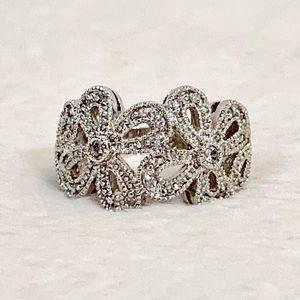NEW LISTING! Lia Sophia Flower Ring! Size 6